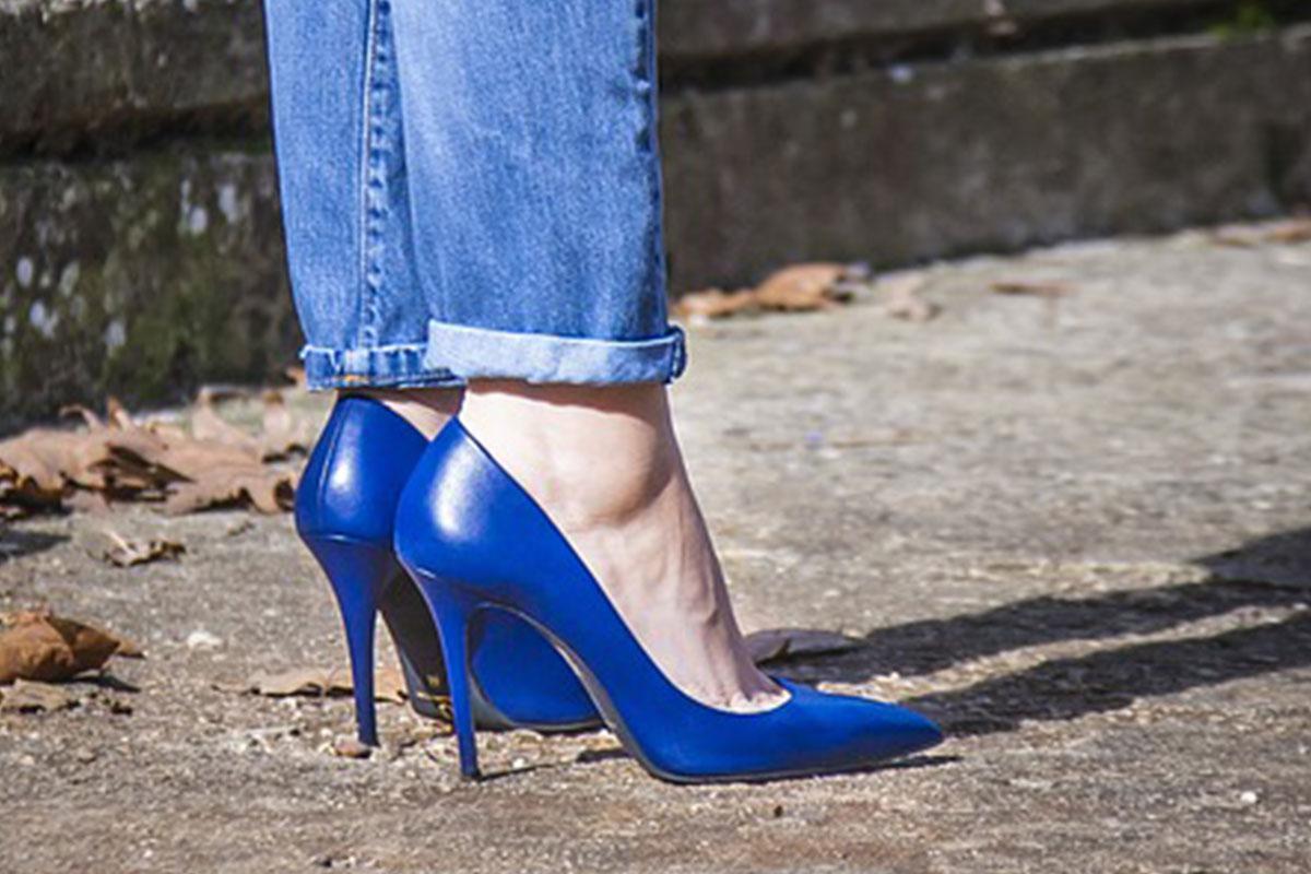青いピンヒール